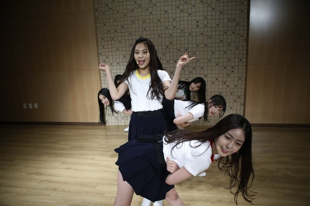 "Members of South Korean girl group Gfriend rehearse in Seoul December 23, 2014. Thousands of Korean children dream of becoming household names like rapper Psy, whose 2012 ""Gangnam Style"" video was a global YouTube hit, often putting up with punishing schedules in the hope of one day making it big in the music industry. (Photo by Kim Hong-Ji/Reuters)"
