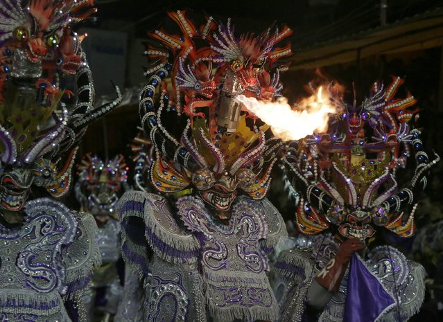 """Members of the """"Diablada Urus"""" group perform during the Carnival parade in Oruro, Bolivia February 14, 2015. (Photo by David Mercado/Reuters)"""