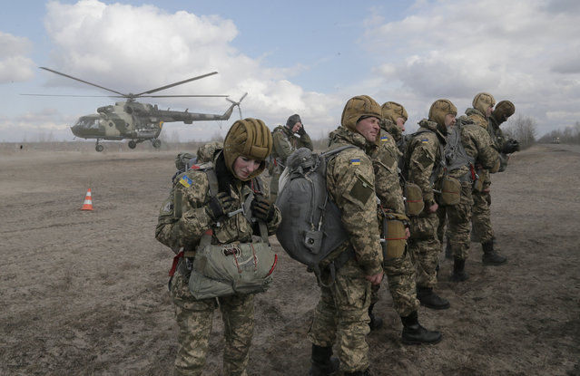 Ukrainian army soldiers perform a military exercise at a training ground outside Zhitomir, Ukraine, Friday, March 6, 2015. (Photo by Efrem Lukatsky/AP Photo)