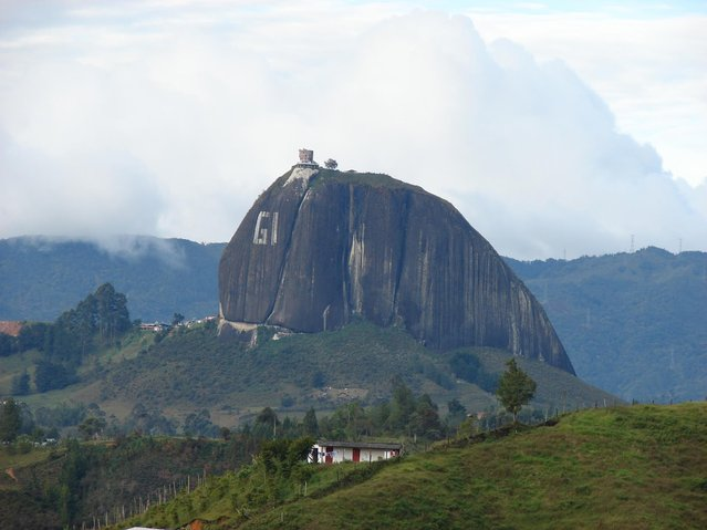 Guatape_Rock_In_Colombia