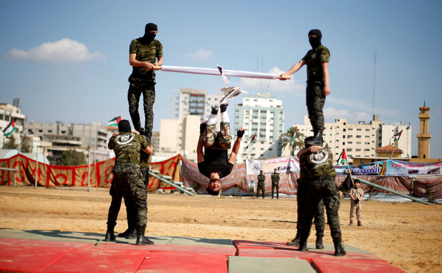 Members of Palestinian National Security Forces loyal to Hamas demonstrate their skills during a military graduation ceremony, in Gaza City January 22, 2017. (Photo by Suhaib Salem/Reuters)