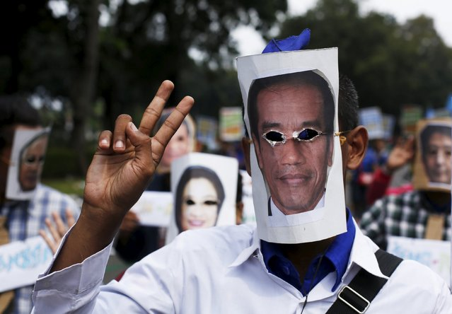 A demonstrator wears a mask of Indonesia President Joko Widodo during a May Day rally in Jakarta, Indonesia, May 1, 2015. (Photo by Reuters/Beawiharta)