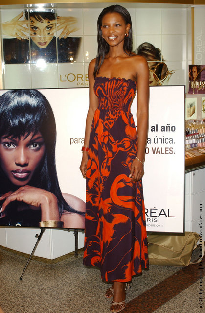 Miss World, Nigerian Agbani Darego, attends the presentation of a new line of L'oreal cosmetics at El Corte Ingles September 13, 2002 in Madrid, Spain