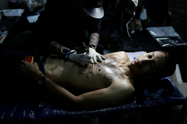 A man is tattooed during Expo Tattoo Venezuela in Caracas, Venezuela February 17, 2017. (Photo by Marco Bello/Reuters)