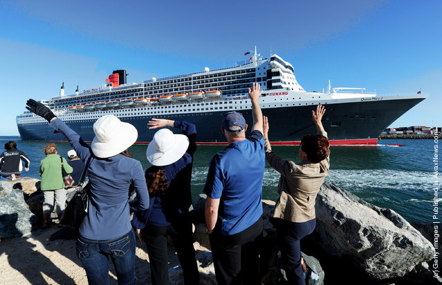 The Queen Mary 2 enters Fremantle Harbour on February 8, 2012 in Perth, Australia