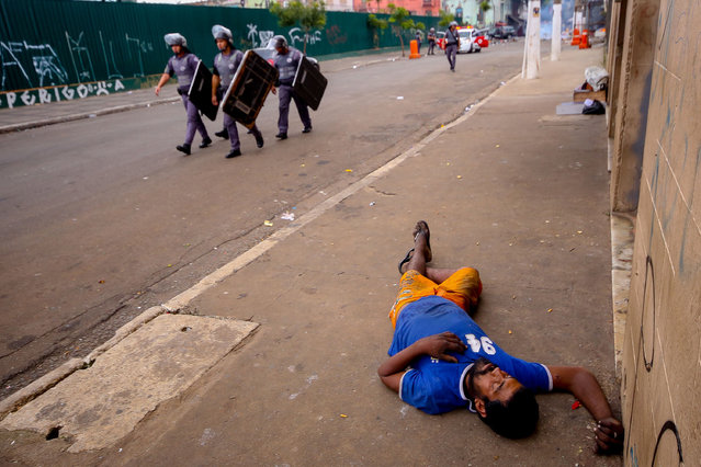 Security forces take security measures as hundreds of chemical dependents occupying the region known as cracolandia block the streets and confront the police who entered the premises after reporting the theft in Campos Eliseos in Sao Paulo, Brazil on May 10, 2017. The region of Cracolandia became popular in 1995 and is very violent, a partner photographer of the agency Anadolu was hit by a lethal weapon while making coverage in another confrontation in February of this year. (Photo by Dario Oliveira/Anadolu Agency/Getty Images)