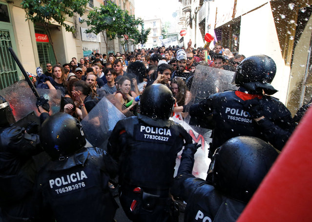 """Catalan regional police in full riot gear charge at demonstrators during a protest over the eviction of squatters earlier in the week from """"The Expropriated Bank"""", in Barcelona, Spain, May 29, 2016. (Photo by Albert Gea/Reuters)"""