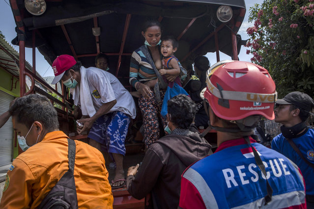 People arrive at temporary shelter after being evacuated from their village at Penuktukan village on September 27, 2017 in Buleleng regency, Island of Bali, Indonesia. Indonesian authorities declared a state of emergency as hundreds of tremors are recorded at Bali's Mount Agung volcano and around 90,000 villagers evacuated their homes. Authorities issued travel warnings for the popular tourist destination and warned Mount Agung has the potential to erupt imminently although flights to Bali and its main tourist areas remain unaffected for now. (Photo by Ulet Ifansasti/Getty Images)