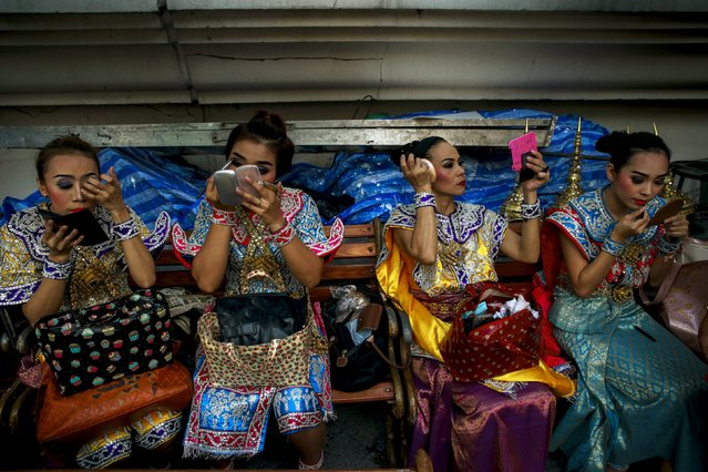 Traditional Thai dancers touch up their makeup before a religious ceremony at the Erawan shrine, the site of a recent deadly blast and now repaired, in central Bangkok, Thailand, September 4, 2015. (Photo by Athit Perawongmetha/Reuters)