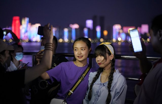 Women pose for a selfie on a boat sailing on Yangtze River following the coronavirus disease (COVID-19) outbreak, in Wuhan, Hubei province, China, September 3, 2020. (Photo by Aly Song/Reuters)