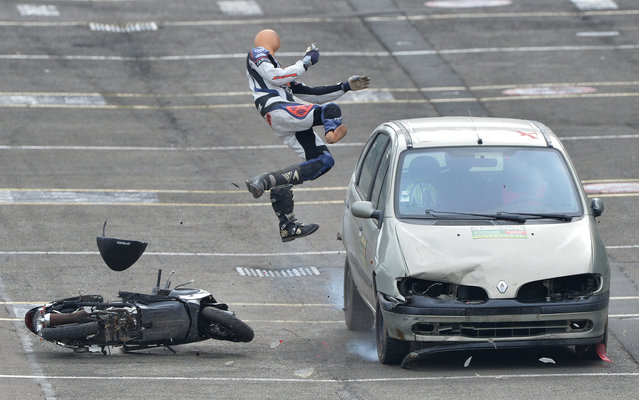 A car driving at 70 km/h hits a dummy on a scooter in Le Mans, north-western France, on October 15, 2015, during a crash test organized to raise awareness among high school students of the risks of road accidents. (Photo by Jean-Francois Monier/AFP Photo)