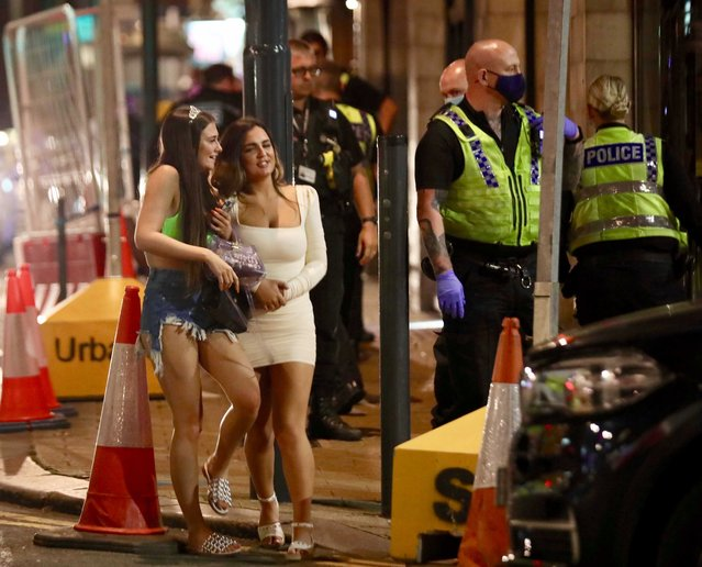 Brits step out in Leeds, England on September 19, 2020 amid warnings of a Covid-19 surge. (Photo by NB PRESS LTD/The Sun)