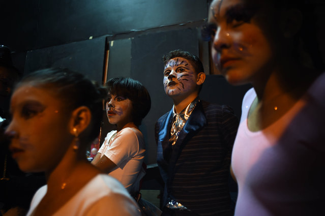 Clown children wait for the inauguration of the XX Convention of Clowns at the Hotel Plaza Madrid in Mexico City on October 19, 2015. (Photo by Alfredo Estrella/AFP Photo)
