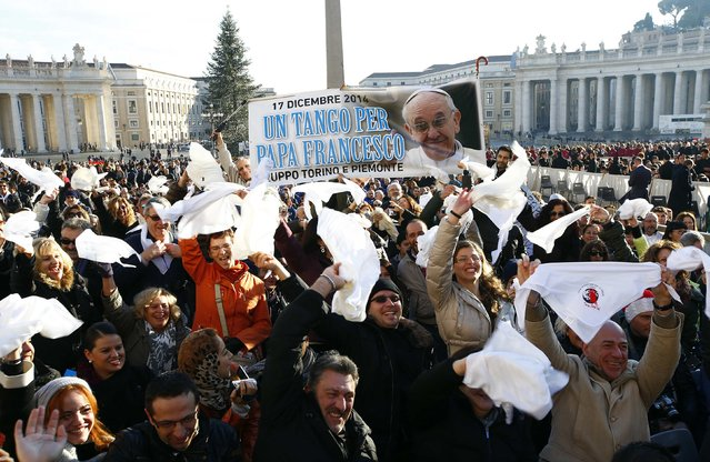 "Tango dancers wave as Pope Francis, who's 78th birthday is today, arrives to lead his general audience at the Vatican, December 17, 2014. Banner reads ""Tango for Pope Francis"". (Photo by Tony Gentile/Reuters)"