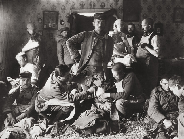 Wounded soldiers at an improvised German field hospital during World War I, circa 1915. (Photo by Paul Thompson/FPG/Getty Images)