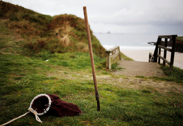 """A bag known as """"zaranda"""" (L) and a scraper known as """"rapa"""" which are used to pick barnacles are seen on the coast near Ferrol, in the northwestern Spanish region of Galicia, December 14, 2016. (Photo by Nacho Doce/Reuters)"""