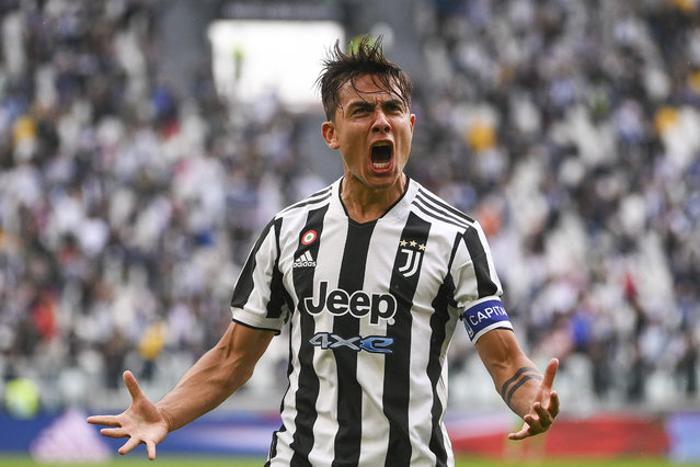 Juventus' Paulo Dybala celebrates after scoring during the Italian Serie A soccer match between Juventus and Sampdoria, in Turin, Italy, Sunday, September 26, 2021. (Photo by Marco Alpozzi/LaPresse via AP Photo)