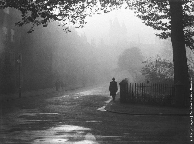 1932: A foggy day in Lincoln's Inn, London