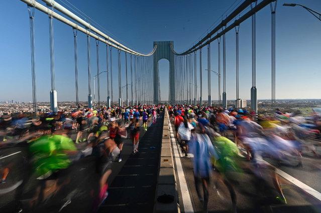 Runners cross the Verrazano Narrow Bridge during the 2017 TCS New York City Marathon in New York on November 3, 2019. (Photo by Johannes Eisele/AFP Photo)