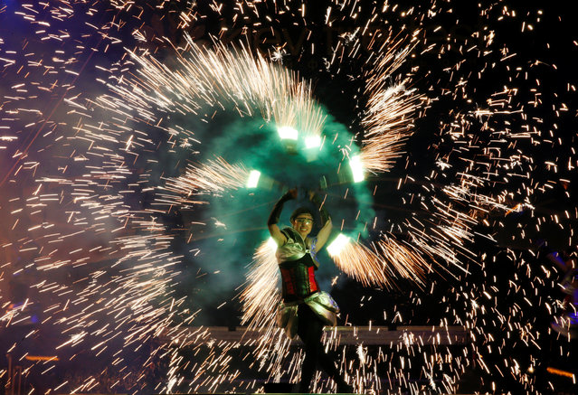 An artist performs during the annual Kiev Fire Fest in Kiev, Ukraine, June 11, 2016. (Photo by Valentyn Ogirenko/Reuters)
