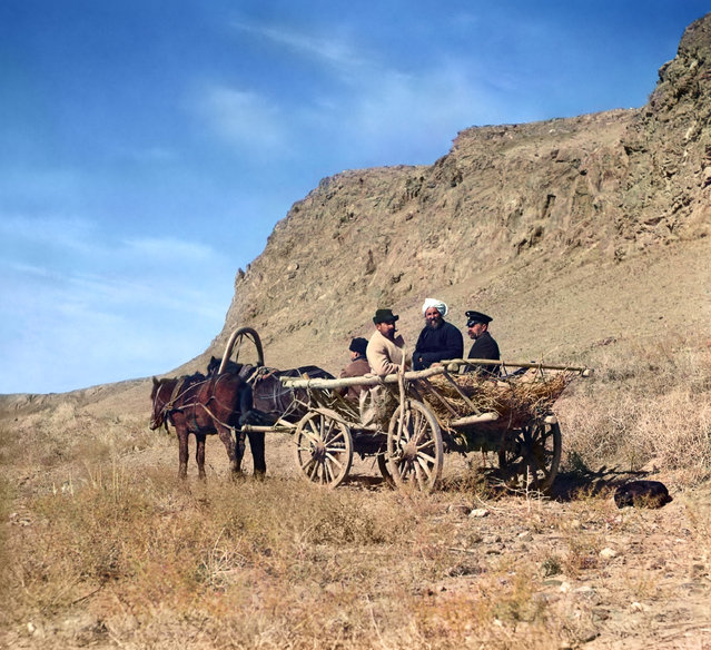 Photos by Sergey Prokudin-Gorsky. At work on the upper reaches of the Syr-Darya. Golodnaia Steppe. Russia, Samarkand region, Khujand County, 1911