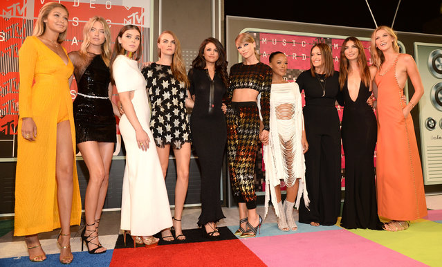 Models Gigi Hadid and Martha Hunt, actress Hailee Steinfeld, model Cara Delevingne, recording artists Selena Gomez and Taylor Swift, actress Serayah McNeill, model Lily Aldridge, actress Mariska Hargitay and model Karlie Kloss attend the 2015 MTV Video Music Awards at Microsoft Theater on August 30, 2015 in Los Angeles, California. (Photo by Kevin Mazur/WireImage)