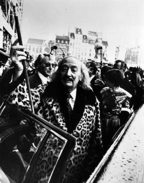 The idiosyncratic Spanish surrealist artist Salvador Dali (1904–1989) arriving at the Pompidou Centre in Paris for his latest exhibition, 8th January 1980. (Photo by Keystone)