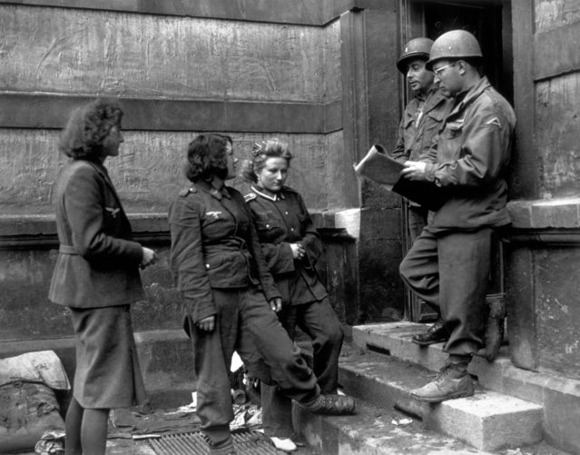 Female German army prisoners being checked in by German-speaking Americans at a German Women's Detention Building in 1945. The women were captured at the front on the 7th U.S. Army sector. (Photo by Getty Images/Keystone/Hulton Archive)