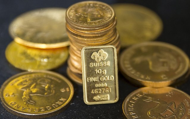 Gold bullion is displayed at Hatton Garden Metals precious metal dealers in London, Britain July 21, 2015. (Photo by Neil Hall/Reuters)