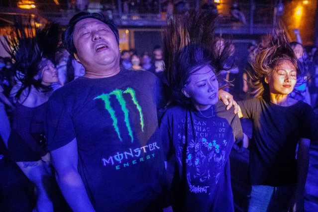 People dance during a heavy metal concert at Omni Space following an outbreak of the coronavirus disease (COVID-19) in Beijing, China, August 14, 2020. (Photo by Thomas Peter/Reuters)