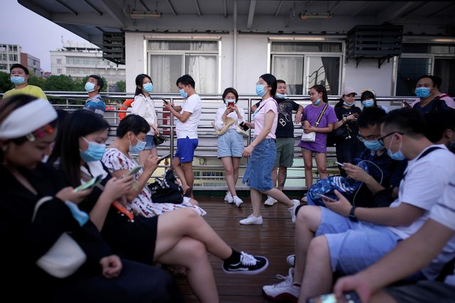 People use mobile phones on a boat sailing on Yangtze River following the coronavirus disease (COVID-19) outbreak, in Wuhan, Hubei province, China, September 3, 2020. (Photo by Aly Song/Reuters)