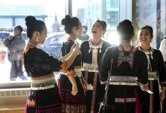 GaoLy Moua, 19, left, of St. Paul, takes a selfie while hanging out with all but one of the Moua sisters during the Minnesota Hmong New Year celebration Saturday, November 29, 2014, at the Saint Paul RiverCentre in St. Paul, MN. (Photo by David Joles/Star Tribune)