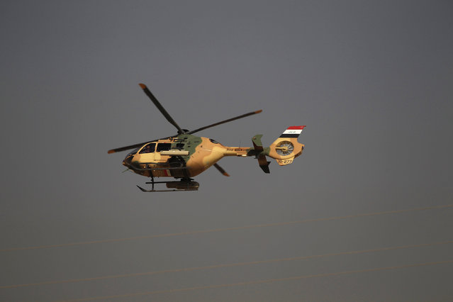 An Iraqi army helicopter flies over the Shahrazad district of eastern Mosul during fighting with Islamic State fighters, Iraq November 4,  2016. (Photo by Zohra Bensemra/Reuters)