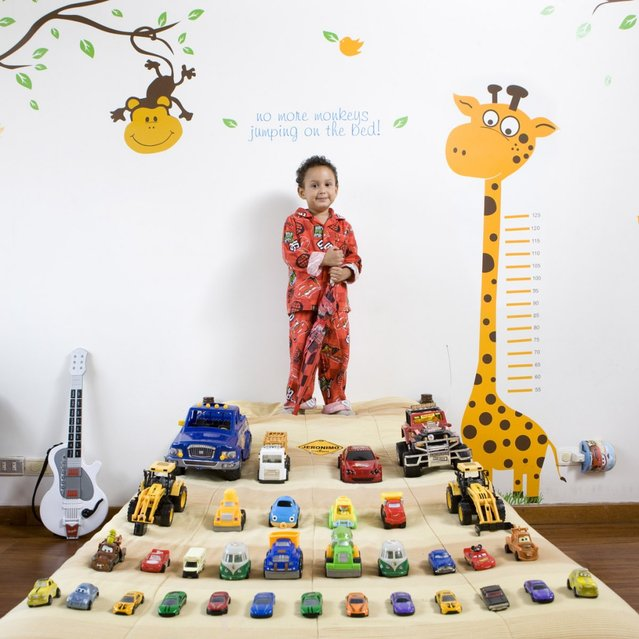 "Jeronimo, 4 – Colombia. ""Toy Stories"" project. (Gabriele Galimberti)"
