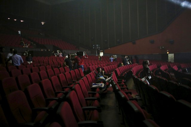 """People sit in a cinema at the end of the """"Cuerda Viva"""" (Live Strings) alternative music festival is taking place, in Havana, February 26, 2016. (Photo by Alexandre Meneghini/Reuters)"""