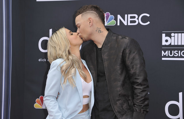 Katelyn Jae, left, and Kane Brown kiss as they arrive at the Billboard Music Awards on Wednesday, May 1, 2019, at the MGM Grand Garden Arena in Las Vegas. (Photo by Richard Shotwell/Invision/AP Photo)