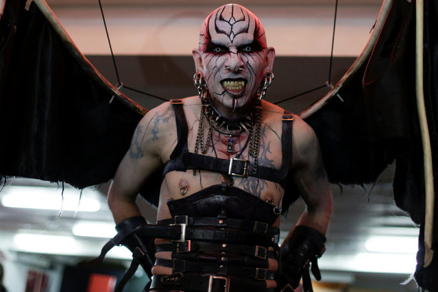 Jacob Angel performs during Expo Tattoo Venezuela in Caracas, Venezuela February 17, 2017. (Photo by Marco Bello/Reuters)