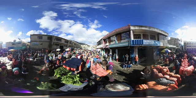 Buyers and sellers crowd into a vegetable market on February 11, 2017 in Almolonga, Guatemala. (Photo by John Moore/Getty Images)