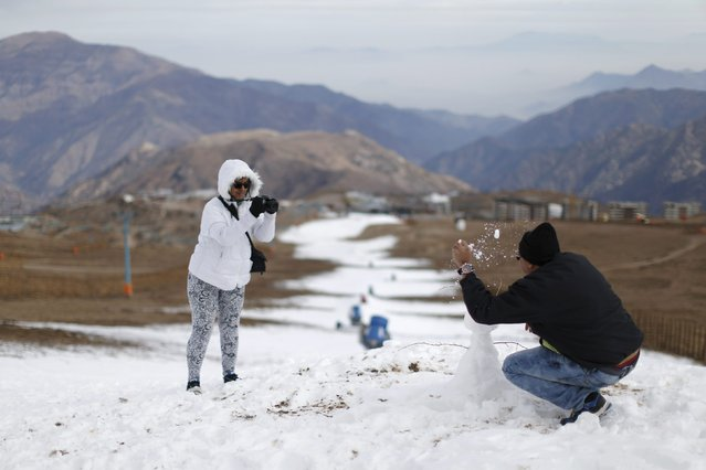 Colombian tourists take pictures at the El Colorado ski centre at Los Andes Mountain range, near Santiago, Chile, July 1, 2015. (Photo by Ueslei Marcelino/Reuters)