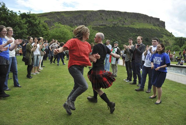 People take part in a flash mob Ceilidh dance in a show of support for the campaign to remain in Europe, ahead of the EU Referendum, in Edinburgh, Scotland, Britain June 22, 2016. (Photo by Clodagh Kilcoyne/Reuters)