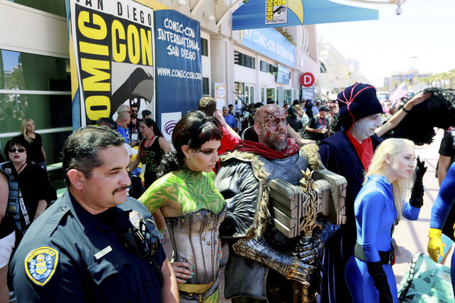 Costumed attendees pose during the 2014 Comic-Con International Convention in San Diego, California July 24, 2014. (Photo by Sandy Huffaker/Reuters)