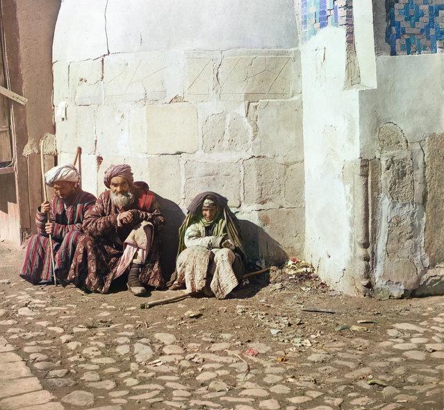 Photos by Sergey Prokudin-Gorsky. Beggars. Russia, Samarkand, 1911