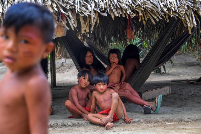 Waiapi tribe members at the Manilha village in the Waiapi indigenous reserve in Amapa state in Brazil on October 14, 2017. (Photo by Apu Gomes/AFP Photo)