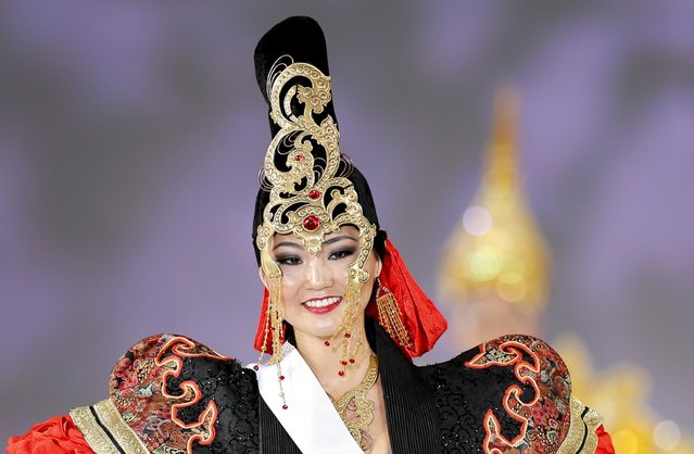 Bayartsetseg Altangerel of Mongolia poses in national dress during the 54th Miss International Beauty Pageant in Tokyo November 11, 2014. (Photo by Thomas Peter/Reuters)