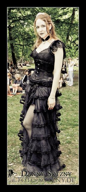 """""""Wave Gotik Treffen 2012 / 26.05 im Clara-Zetkin Park"""". (Danny Sotzny)"""