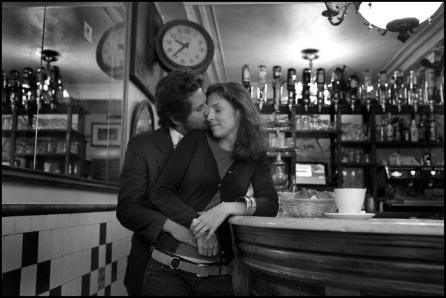 Beautiful beginning of a Sunday morning-cafe, croissant, kiss, and a photograph. Jose et Mafalda, Le Petit Fer a Cheval, Paris, 4ieme. (Photo and comment by Peter Turnley)
