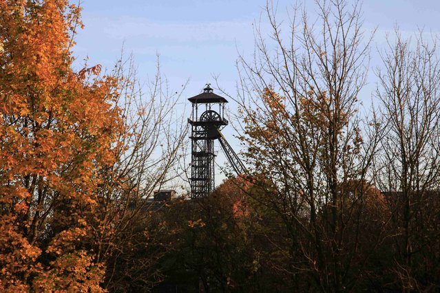 A view shows the old mine headframe at the site of the 11/19 former coal mine in Loos-en-Gohelle, northern France October 31, 2015. (Photo by Pascal Rossignol/Reuters)