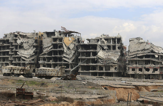 A general view shows damaged buildings and roads in Jobar, a suburb of Damascus, December 22, 2014. (Photo by Bassam Khabieh/Reuters)