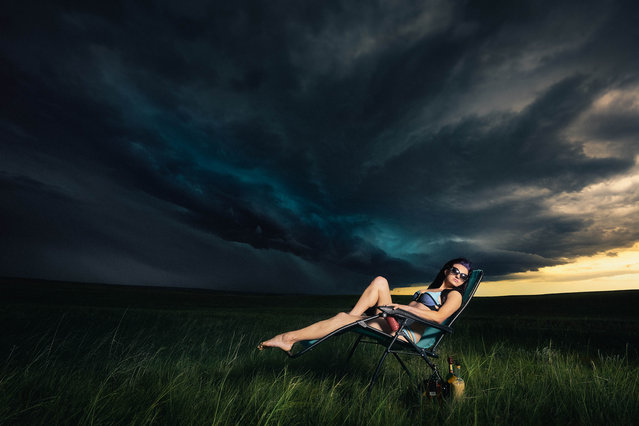 Models pose in front of a storm in Harrison Nebraska. (Photo by Benjamin Von Wongs/Caters News)