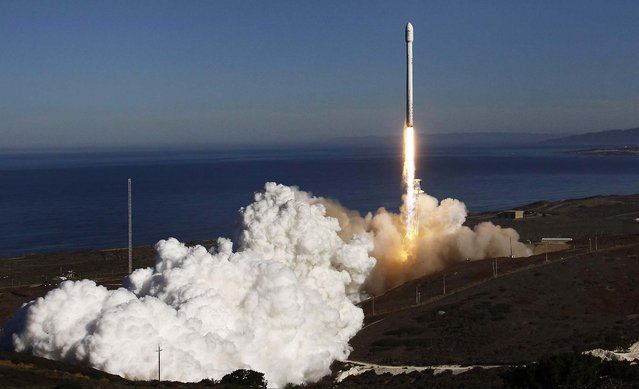 A Falcon 9 rocket carrying a small science satellite for Canada is seen as it is launched from a newly refurbished launch pad in Vandenberg Air Force Station, on September 29, 2013. The unmanned rocket blasted off from California on Sunday to test upgrades needed for planned commercial launch services. (Photo by Gene Blevins/Reuters)